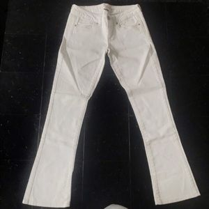 American Eagle White Jeans- Size 2 Short